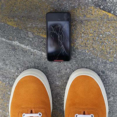 cracked screen, phone